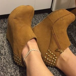 BAMBOO Shoes - Studded suade wedge booties